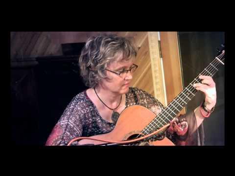 Video Sheryl Plucky Strum - Plucky Strum