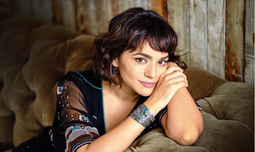Review Norah Jones - Pick Me Up Off The Floor