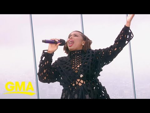 Video Jennifer Hudson performs medley of Aretha Franklin songs from 'Respect'