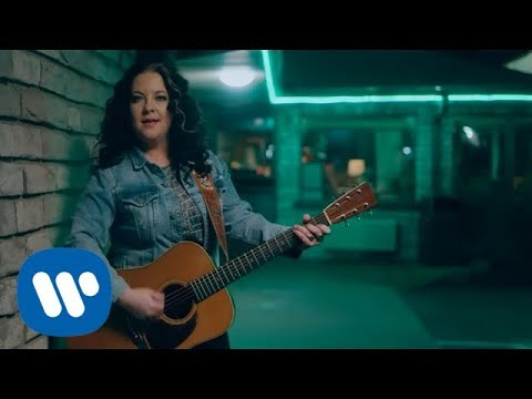 Video Ashley McBryde - One Night Standards