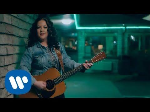 Video Ashley McBryde - One Night Standards