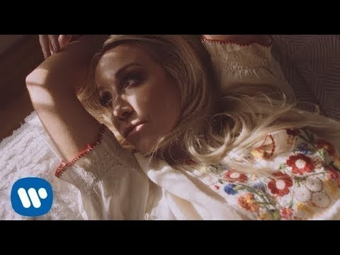 Video Ashley Monroe - 'Hands On You'